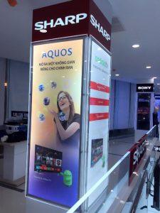 tranh điện trong trung tâm mua sắm