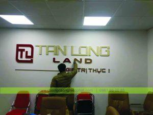 logo gắn lên tường