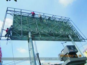 an toàn lao động trong thi công biển quảng cáo tấm lớn