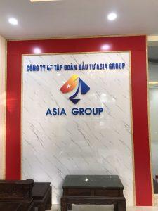 logo backdrop văn phòng được trang trí phảo chỉ nổi
