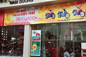in băng zôn quảng cáo thương hiệu cho cửa tiệm bán xe máy