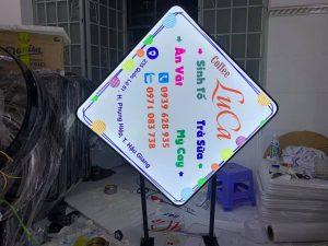 bảng hiệu hộp đèn Mica hút nổi