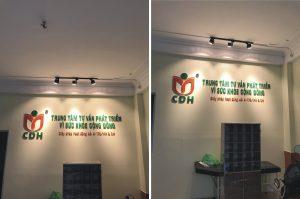 logo backdrop văn phòng chữ nổi Mica