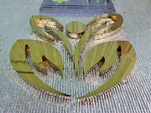 logo inox vàng gương nổi sang trọng